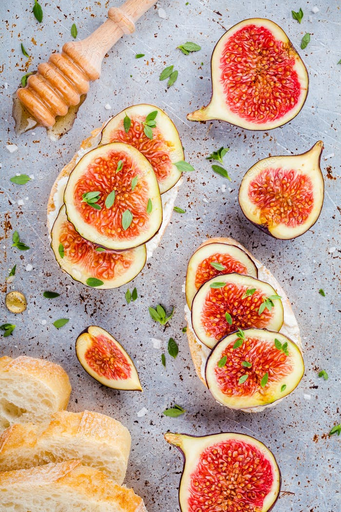 bruschetta with ricotta, fresh figs, honey and thyme