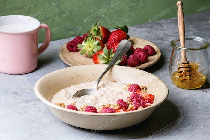 Reisporrige mit Beeren
