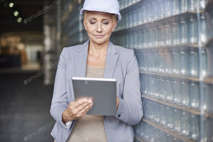 Checking the new software for delivery of merchandise