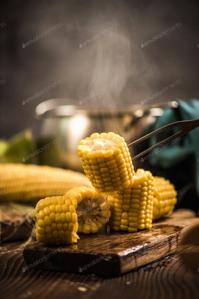 Hot cooked corn on the cob