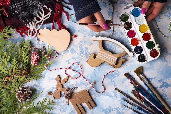 Herstellung von Spielzeug für Weihnachtsdekorationen