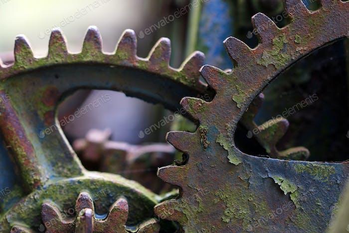 Vergessener, gebrochener Mechanismus an der Müllkippe