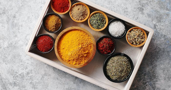 Arrangement of spices in tray