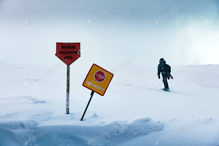 The tourist enters the forbidden dangerous zone of the avalanche