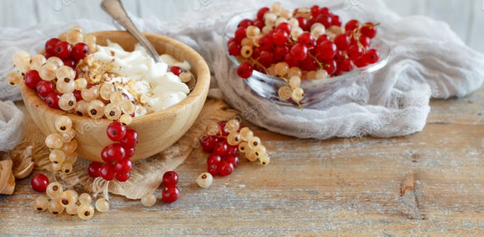White and red currants and yogurt