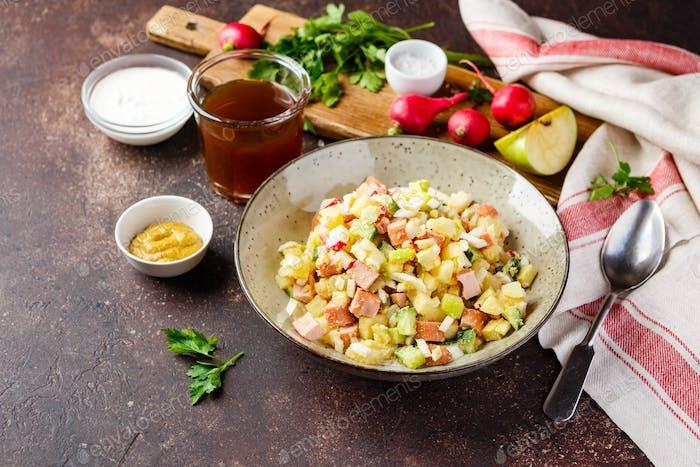 Холодный суп Окрошка с колбасой, овощами и квасом