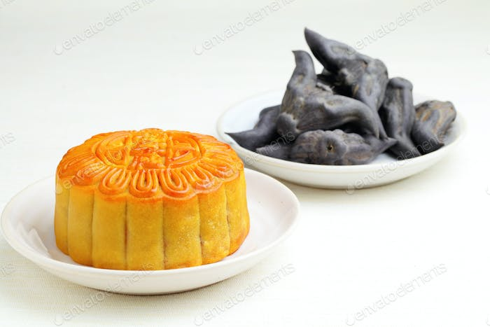 Moon cake with water caltrop