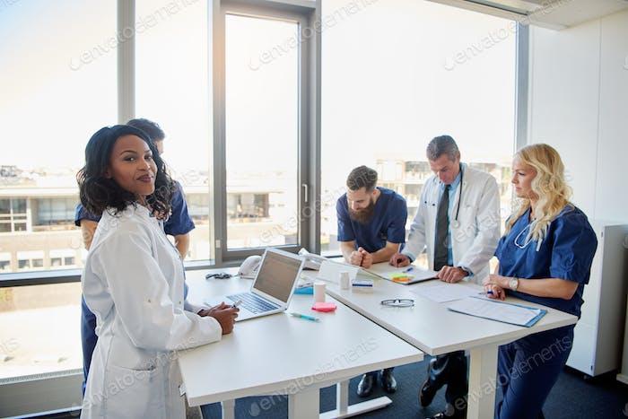 La reunión con los médicos en la clínica
