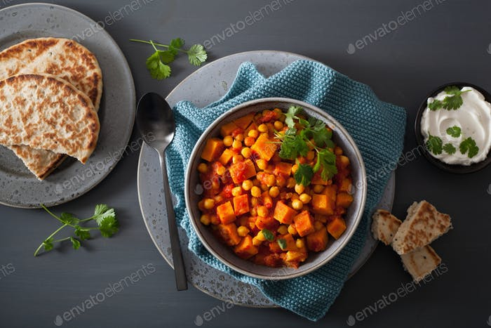 Süßkartoffel und Kichererbsencurry mit Naanbrot