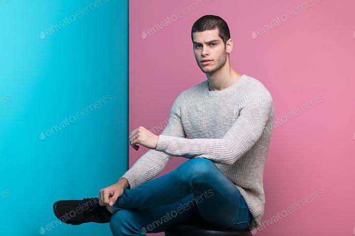 Selbstbewusster Mann Studio Porträt