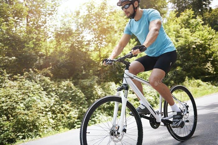 Schönes Wetter, um etwas Radfahren zu gehen