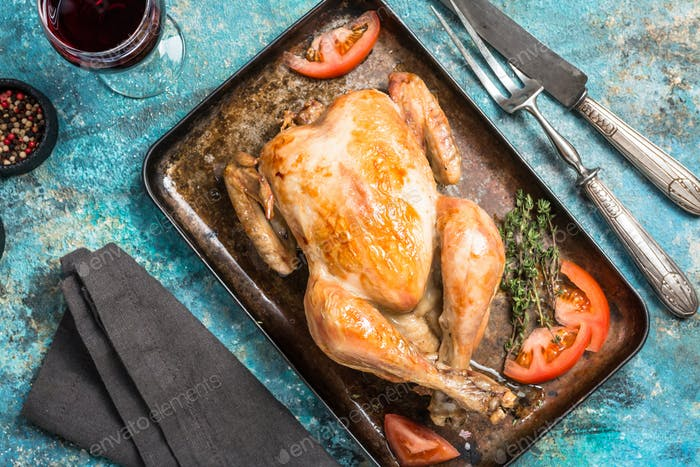 Gebratenes ganzes Huhn