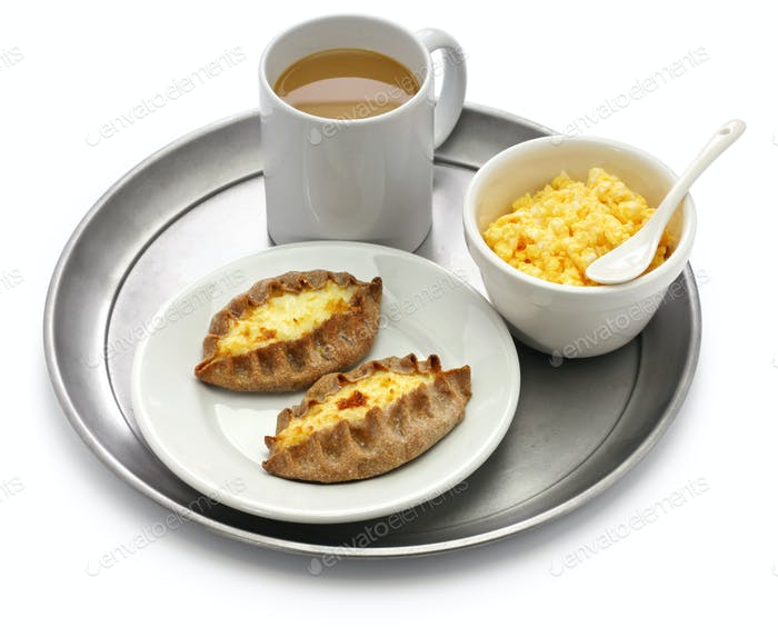 karjalanpiirakka ja munavoi, finland breakfast