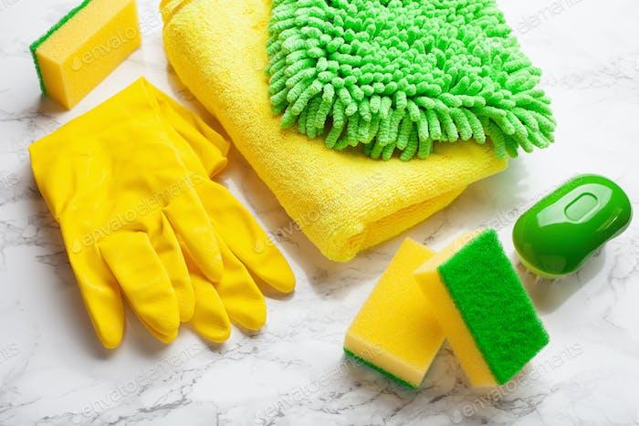 Reinigungsprodukte Haushaltschemikalien Sprühbürste Schwamm Handschuh