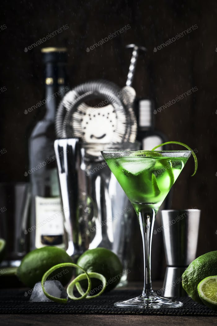 Green alcoholic cocktail