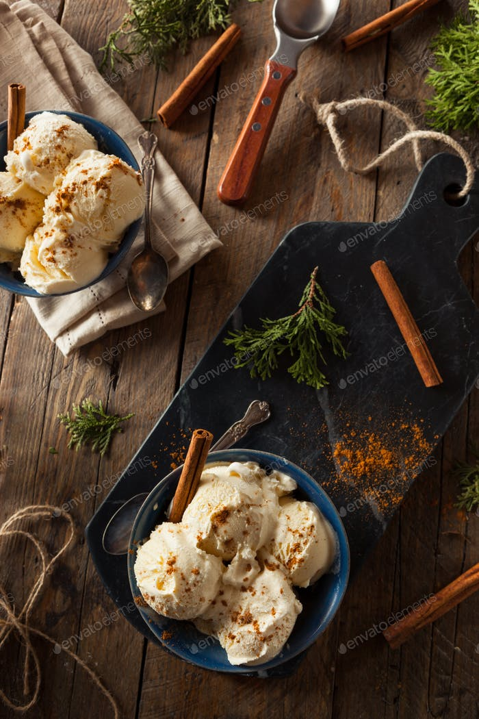 Cold Homemade Eggnog Ice Cream