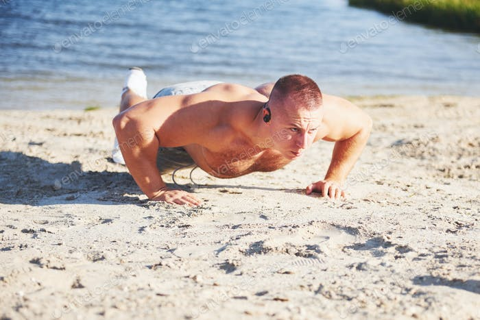 Fitness man training push up