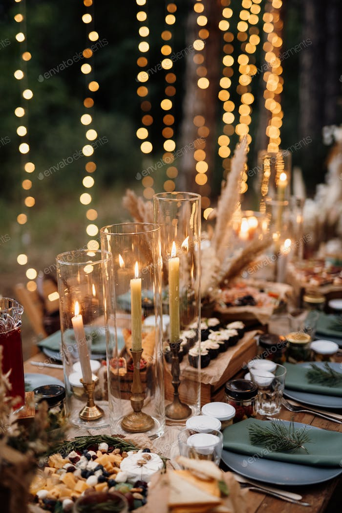 atmospheric candle decor with live fire on the banquet table