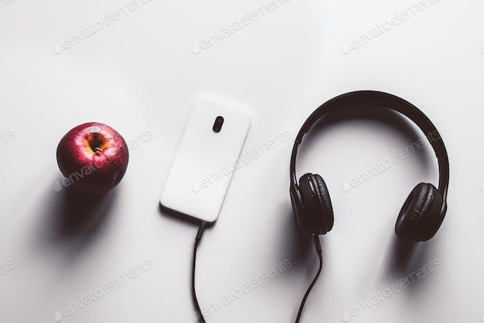 Kopfhörer drahtloser Vergleich mit kabelgebundenen Ohrhörern, Kopierraum