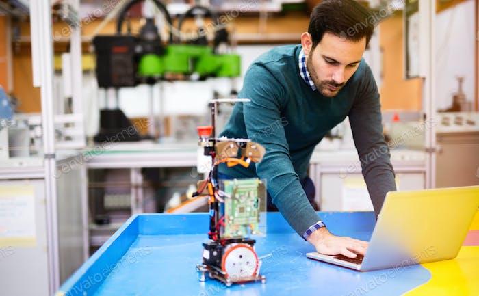Ingenieur- und Robotik-Student
