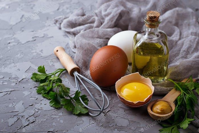Zutat zum Kochen Mayonnaise: Olivenöl, Eier, Senf, Zitrone