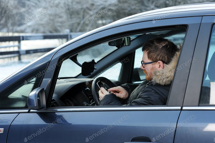 man in the car with telephone