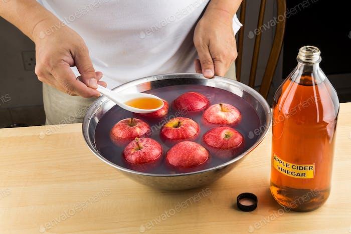 Apple cider vinegar effective natural remedy to remove pesticide