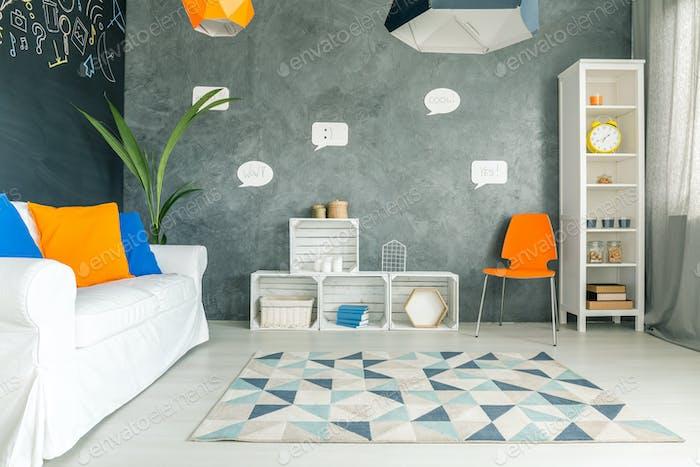 Zimmer mit Blasen an der Wand