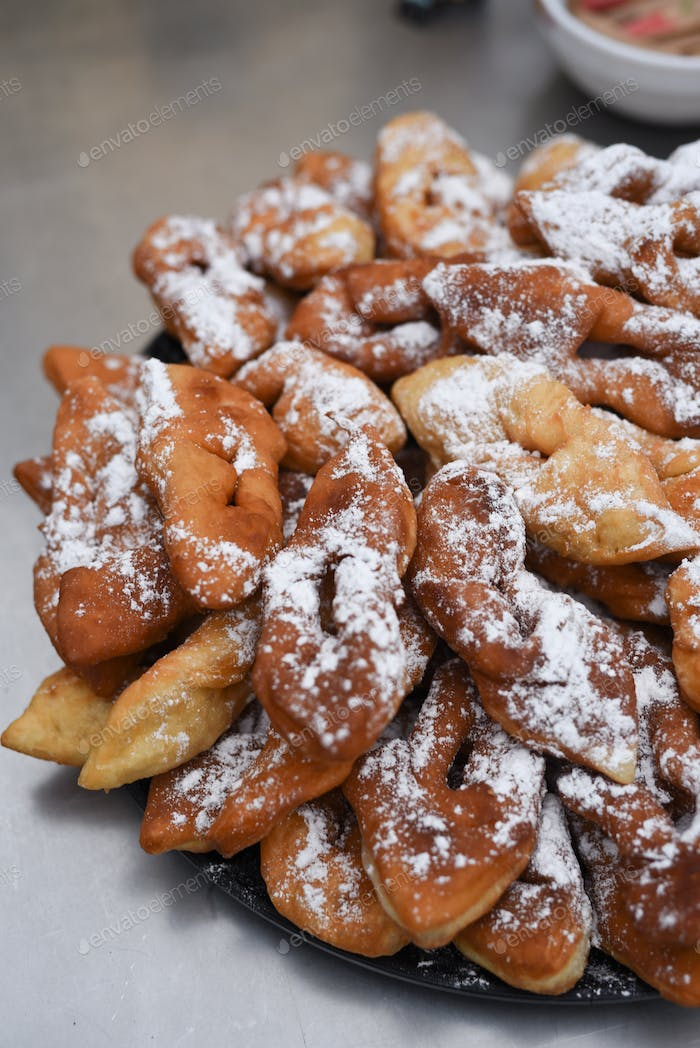 delicious buns - pretzels sprinkled with powdered