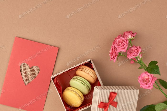 Love heart, macarons