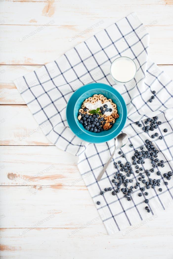 Müsli Frühstück mit Beeren