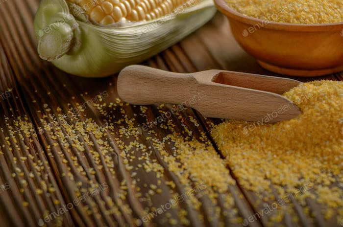 Bowl of corn grits and corncob on kitchen table