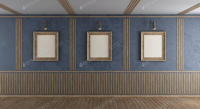 Leeres lila Zimmer mit leerem Rahmen