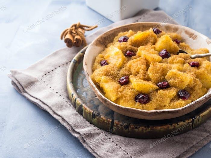 Amaranth porridge with apples and cinnamon