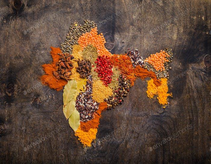 Verschiedene traditionelle indische Gewürze