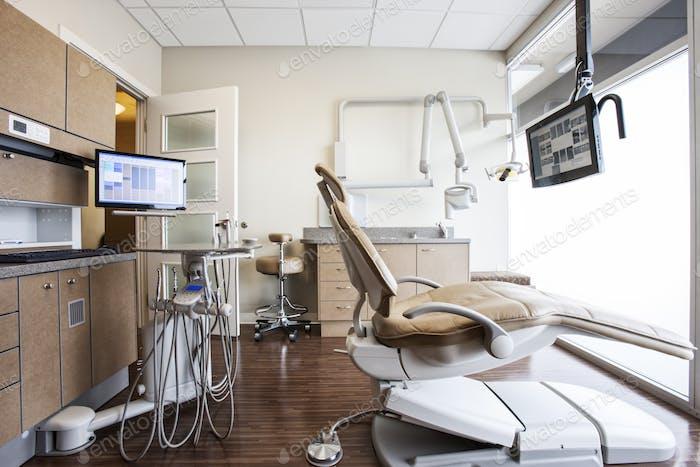 Innenraum einer aktuellen Zahnarztpraxis.