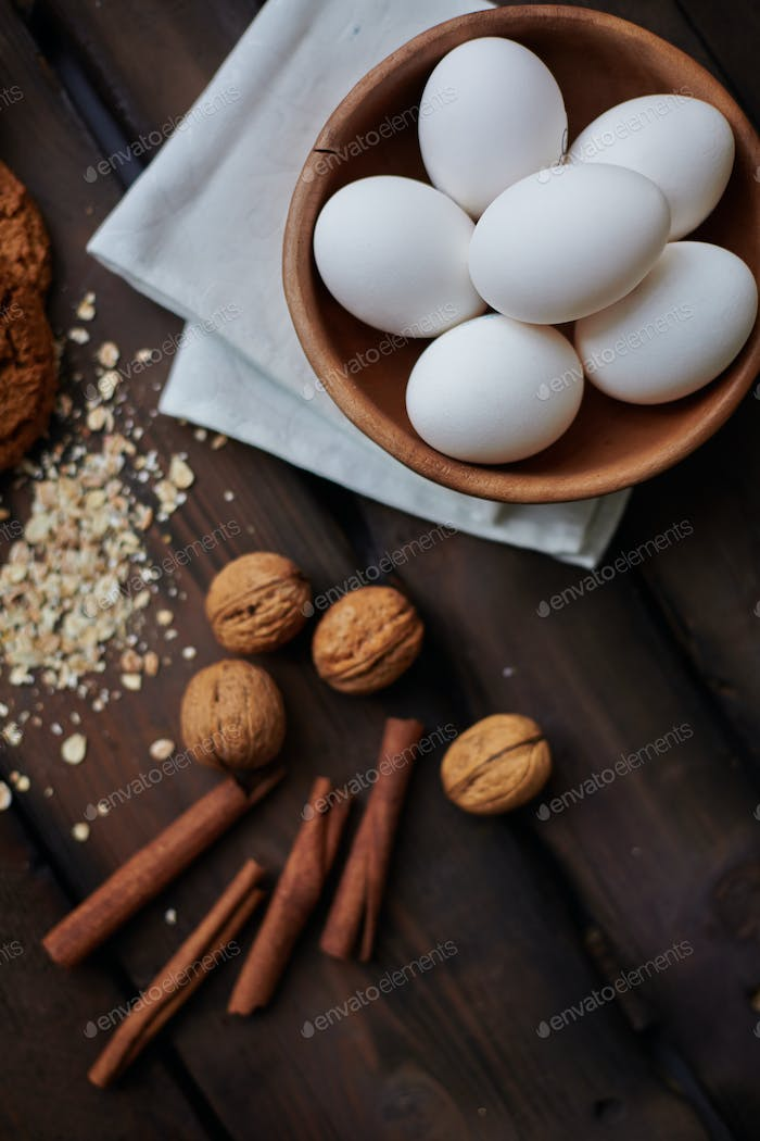 Eggs, walnuts and cinnamon