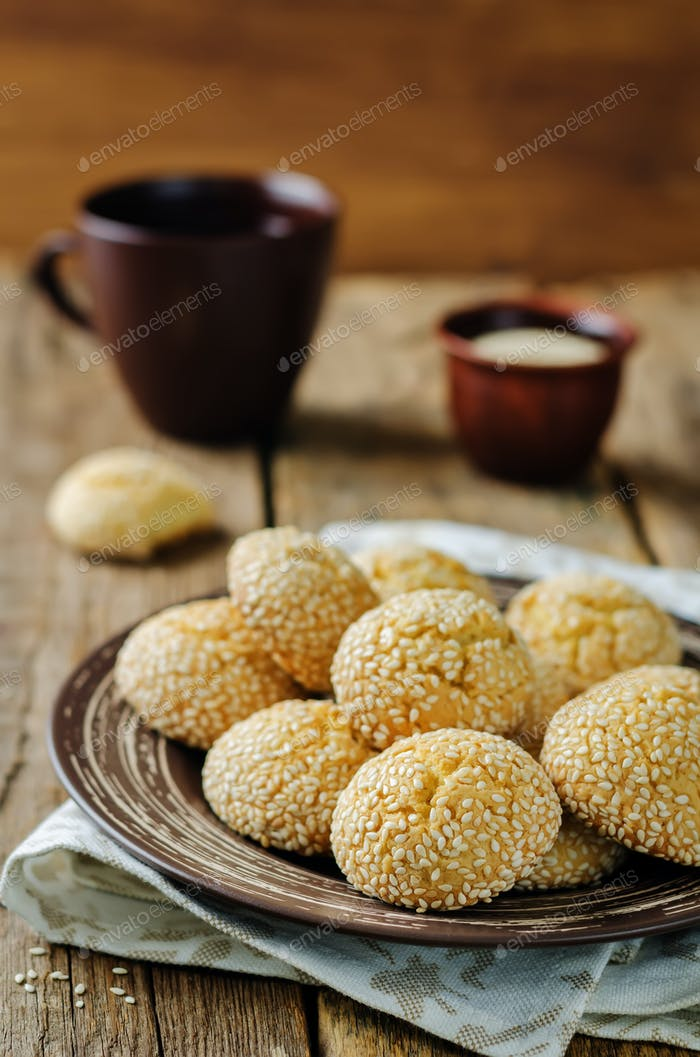 Italian sesame cookies with sesame seeds