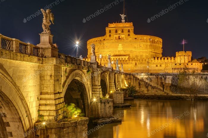 The famous Castel Sant Angelo and the Sant Angelo bridge