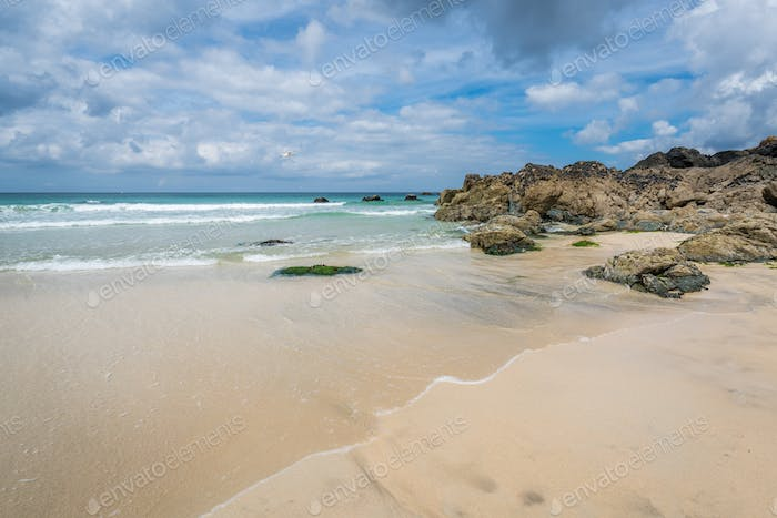 Tidal waves approaching the beach in St Ives