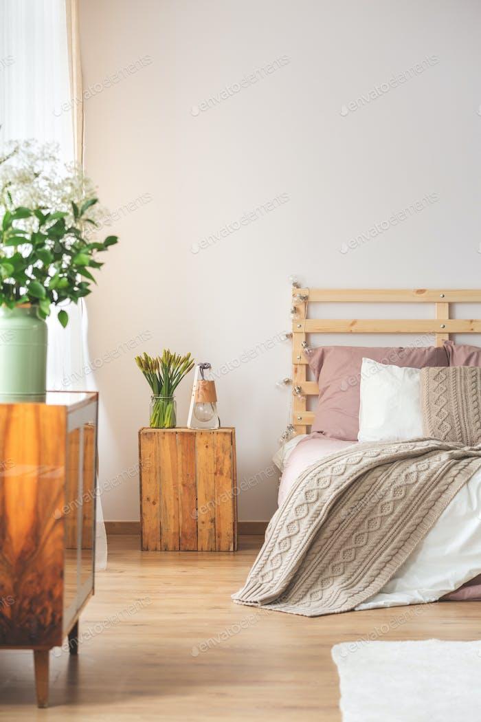 Schlafzimmer mit Blumen