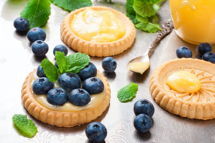 Thumbnail for Broken tartlet with lime curd and blueberries