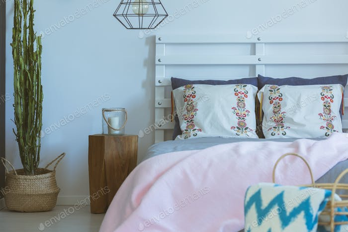 Bed with white patterned pillows
