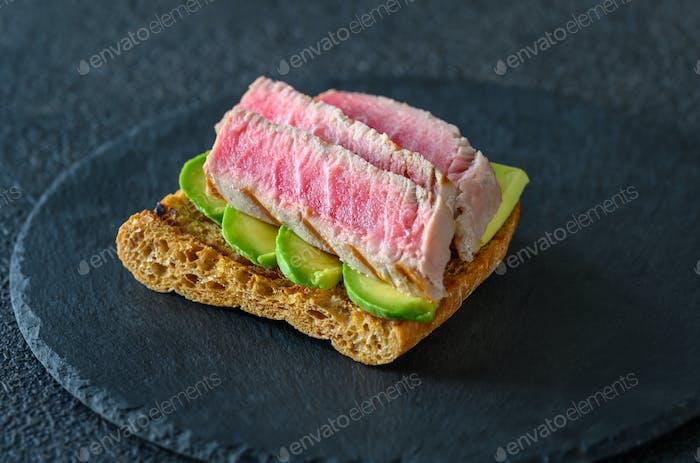 Sandwich with tuna and avocado