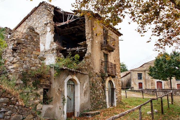 Roscigno Vecchio - Ghost town in Cilento
