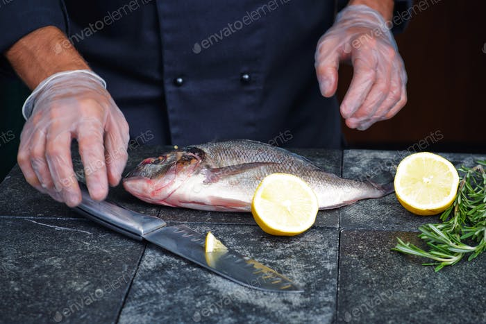 Process of cooking Dorado fish with lemon, olive oil and herbs