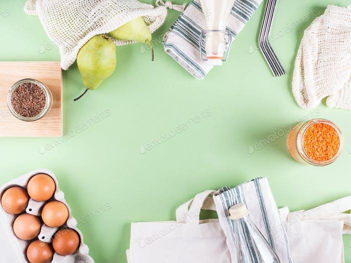 Grüner Null-Abfall Hintergrund mit Zubehör