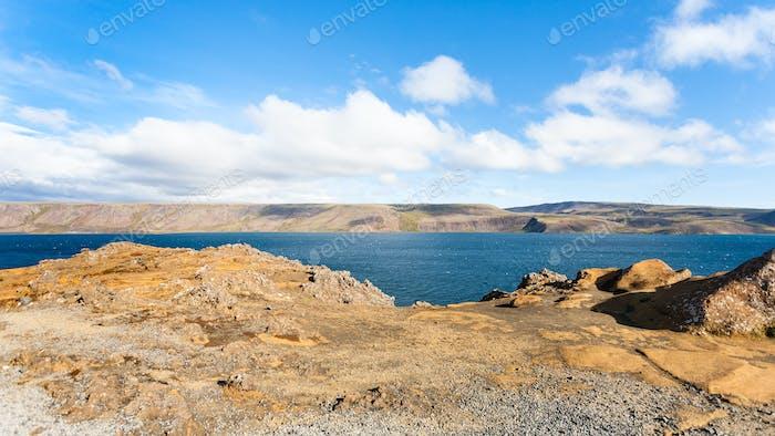 Panoramablick auf den Kleifarvatn See in Island