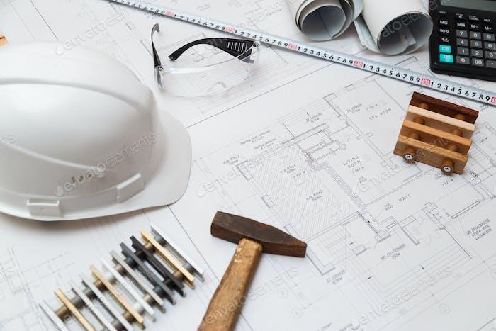 Architekt oder Ingenieur Arbeitsplatz mit Zeichnungen und Werkzeugen, Draufsicht