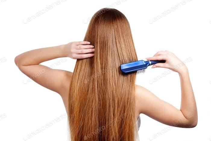 Frau Kämmen lange glänzende braune Haare